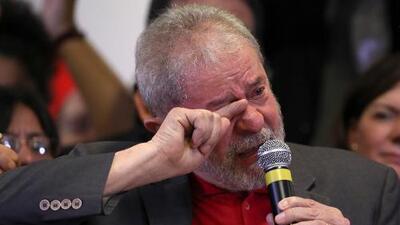 Lula dice entre lágrimas que él mismo caminará hasta la cárcel si prueban que es culpable
