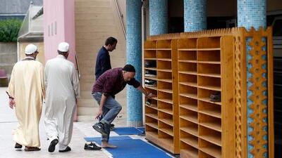 Francia ha cerrado 20 mezquitas radicales este año y vendrán más clausuras