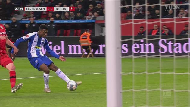 El Hertha asusta al Leverkusen: contragolpe y remate peligroso de Javairô Dilrosun