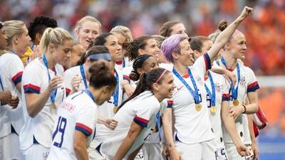 Por qué la pelea de las campeonas del Mundial de Fútbol puede impactar en lo que ganan las mujeres en EEUU