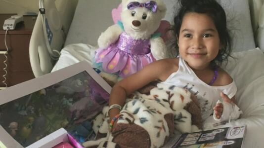 """""""Mi corazón está destrozado"""": Madre de familia busca recaudar dinero para luchar contra el cáncer que padece su hija de 5 años"""