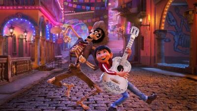 Pixar contrató a su peor crítico, un artista chicano, para evitar que su película del Día de Muertos ofendiera a la cultura mexicana
