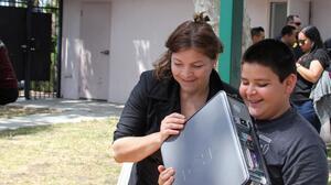 Dona tus dispositivos electrónicos para ofrecer nuevas posibilidades de conexión y alfabetización digital a personas necesitadas