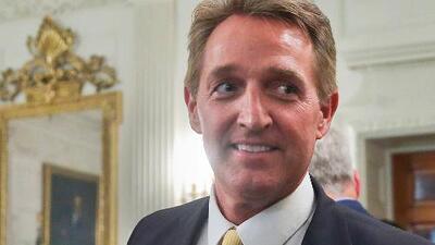 Senador republicano anuncia que votará a favor de reforma tributaria si existe un compromiso con los dreamers