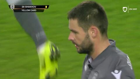 Tarjeta amarilla. El árbitro amonesta a Evgen Shakhov de PAOK Salonika