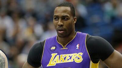 Dwight Howard un paso más cerca de los Lakers