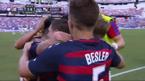 Goooolll!! Dominic Dwyer mete el balón y marca para USA