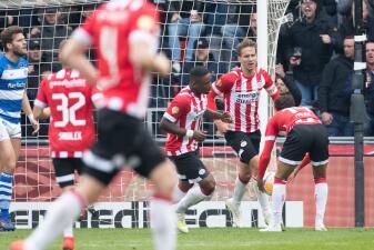 En fotos: PSV Eindhoven no le pierde el paso al Ajax en la lucha por el título de la Eredivisie