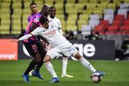 Paris Saint-Germain se impone 4-2 al Olympique y se lleva la victoria y de paso, el liderato en la Ligue 1. Kylian Mbappé anotó doblete, mientras que Angel Di María y Danilo Pereira aportaron un gol, por parte de Lyon, Simani y Cornet anotaro para su equipo, pero no les alcanzó para derrotar a los parisinos.