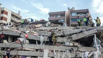 Edificios cayendo y personas gritando: fuertes imágenes del terremoto que sacudió a Turquía
