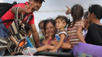 """Trump amenaza a Honduras con retirar cualquier ayuda """"inmediatamente"""" si no para la caravana de migrantes"""