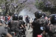 La Policía lanza proyectiles de goma en el funeral de Maradona