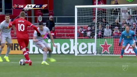 El portero Luis Robles le vuelve a negar el gol al serbio Aleksandar Katai con una sublime atajada