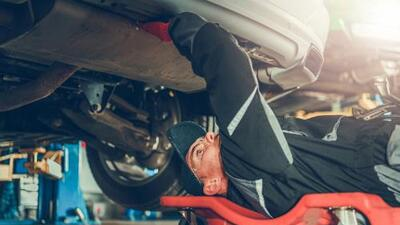 Llantas, frenos y niveles de aceite: lo que tienes que revisar en tu vehículo antes de salir de viaje
