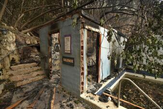 El incendio Valley deja destrucción en CA