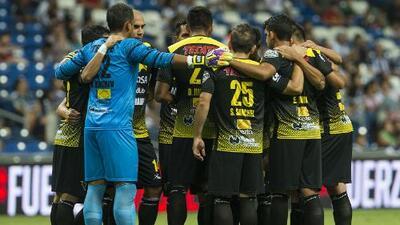 Se manifiestan en el Ascenso MX por la falta de pagos a jugadores de Murciélagos