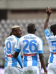 Napoli se impuso ante Torino 2-0 durante la fecha 33 en la Serie A. Bakayoko anotó golazo al minuto 11, seguido de Osimhen al minuto 13. Torino se quedó con diez hombres tras doble amarilla para Mandragora. El mexicano Hirving Lozano entró al minuto 58 al campo.