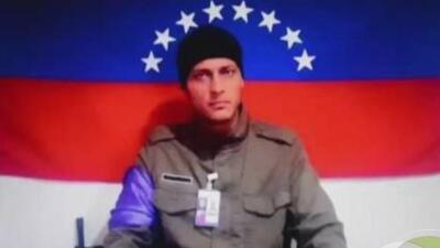 La historia detrás de la cinta azul con la que se identifican los militares afines a Guaidó