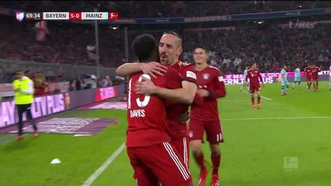 ¡GOOOL! Alphonso Davies anota para FC Bayern München