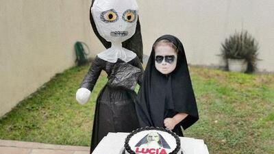 Una niña hace una fiesta temática vestida de 'monja poseída' y provoca una avalancha de reacciones