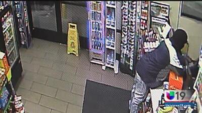 Investigan el robo a una tienda en una estación de gasolina en Modesto