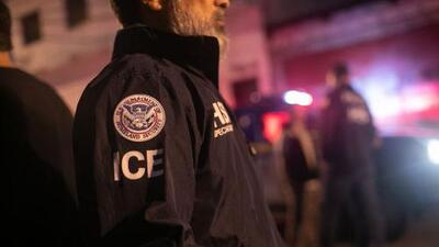 """ICE niega que ejecuta """"redadas"""" y asegura que 90% de quienes arresta son """"criminales"""""""