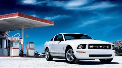 """<h3 class=""""cms-h3-H3"""">Deportivo: Ford Mustang 2005 - 2010</h3> <br>Si el Mustang usado tuviese un lema, este sería 'emoción a bajo precio'. Ningún otro carro ofrece tanta mística a tan bajo precio. La quinta generación del Mustang, ofrece la particularidad de estar basada en una versión de suspensión trasera de eje vivo de una base muy hecha para Jaguar y Lincoln, que cuenta con una excelente maniobrabilidad (para los estándares de hace 13 años). A los Mustang usados hay que verlos con cuidado ya que muchos de ellos han tenido una vida muy dura. ¿Por qué no recomendamos al  <b>Chevrolet Camaro</b>? Porque entre 2003 y 2009 Chevrolet no construyó ni un solo Camaro. <br> <br> <b>Ideal</b>: para cualquier persona interesada en los carros como  <b>algo más que un medio de transporte básico</b>."""