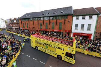 Así festejó Norwich City en Norwich el título del Championship y el ascenso a la Premier League