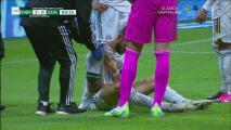 ¡Susto de Layún! Miguel choca con un rival y se disloca el hombro