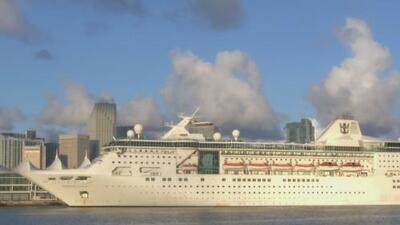"""""""Esto afecta a los cubanos no al régimen"""": llega a Miami el último crucero que visitó la isla tras restricciones de viaje"""