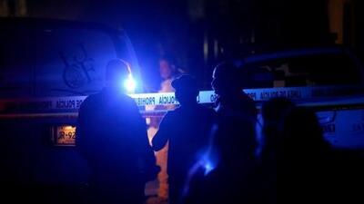 Sujeto tira de un auto a niña de 13 años después de atacarla sexualmente