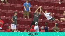 Niño hace un atrapadón en la MLB