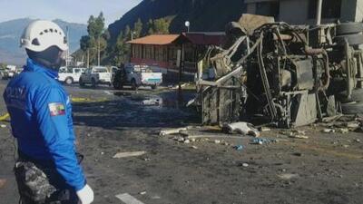 Al menos 24 personas muertas y 18 heridas deja el accidente de un bus en Ecuador