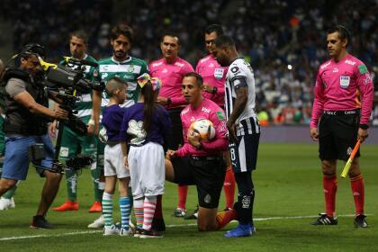 El juego que cerró la Fecha 14 fue disputado la noche del domingo 14 de abril en el Estadio BBVA entre Rayados del Monterrey y Santos Laguna, dos equipos que tienen metas muy distintas al cierre de campaña.