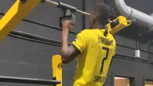 Rabbi Matondo causa polémica por lucir jersey del Dortmund