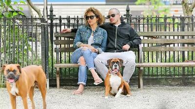 Jennifer Lopez y Casper Smart se ven muy cómodos en parque de perros