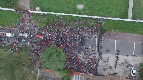 Así se ve la caravana de migrantes desde el aire