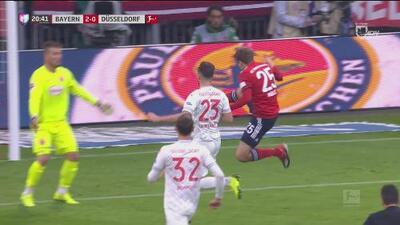 Magistral pase de Boateng para Muller quien define al estilo karateca y marca el 2-0