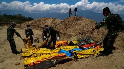 Sube a 1,234 personas el número de muertos por los devastadores sismos y el tsunami en Indonesia