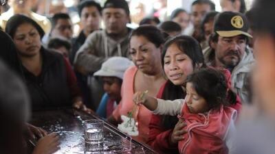 Sube a 109 la cifra de muertos por la explosión de un ducto de gasolina en México