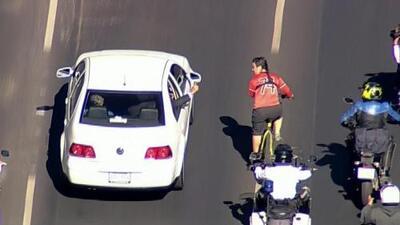 En video: Lo que le dijo un ciclista a AMLO camino a la toma de posesión