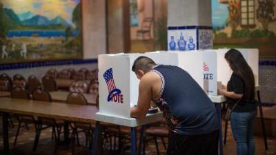 """El """"crecimiento de la emoción"""" de los latinos por participar en las elecciones: ¿votarán más en 2020?"""