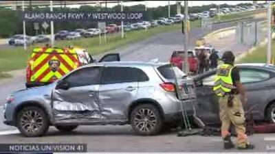 Se registra aparatoso accidente al oeste de San Antonio