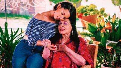 Flor Silvestre, la abuela de Ángela Aguilar, salió del hospital rumbo a Los Ángeles