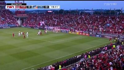 Nick DeLeon vence al portero con un doble cabezazo y Toronto FC abre el marcador