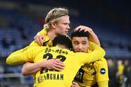 Sancho (42'), Haaland (45', 79'), y Guerreiro (60') marcaron para apalear 0-4 al Schalke 04, que está muy cerca del descenso. Dortmund y Schalke 04 cierran la jornada con 36 y 9 unidades, respectivamente.