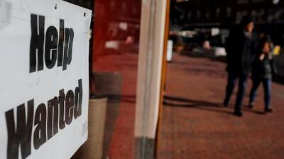 EEUU generó 130,000 trabajos en agosto y la tasa de desempleo se mantuvo estable en el 3.7%
