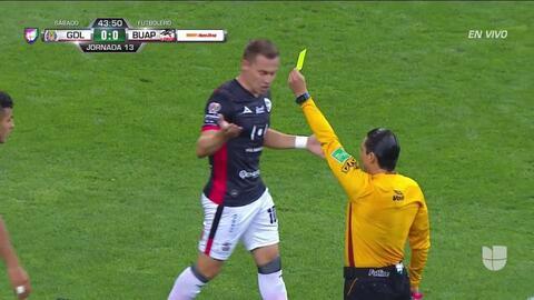 ¡Expulsión! El árbitro saca la roja directa a Alexis Vega