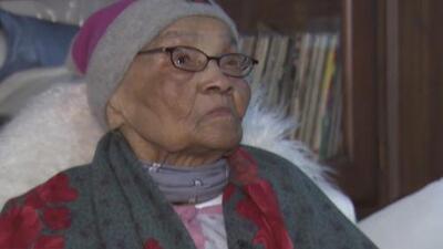 Renace la esperanza para esta bisabuela de poder volver a su apartamento de NYCHA afectado por una explosión