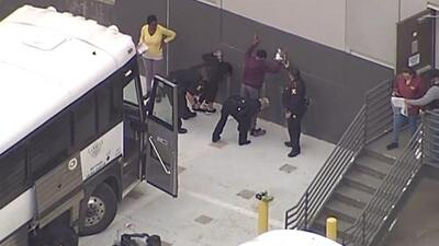 En un minuto: La mayor redada de ICE en 10 años deja 280 detenidos en Texas